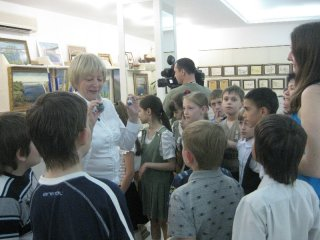 Школьники и педагоги учебно-воспитательного комплекса